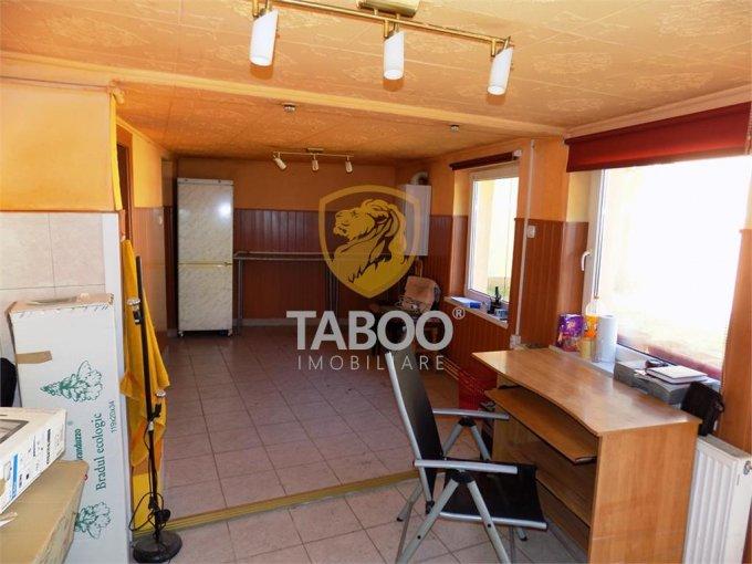 Casa de vanzare direct de la agentie imobiliara, in Sibiu, zona Terezian, cu 108.000 euro. 3 grupuri sanitare, suprafata utila 110 mp. Are  4 camere.