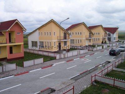 Sura Mica casa cu 4 camere, 3 grupuri sanitare, cu suprafata utila de 120 mp, suprafata teren 500 mp si deschidere de 15 metri. In comuna Sura Mica.