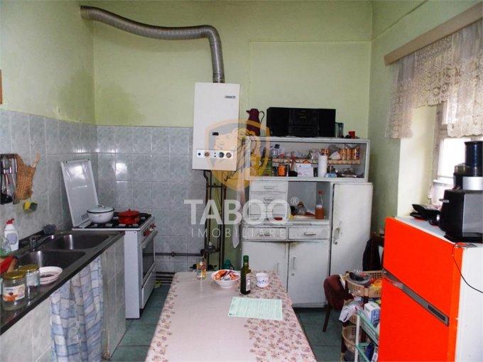vanzare Casa Sibiu cu 4 camere, cu suprafata utila de 110 mp, 2 grupuri sanitare. 155.000 euro.. Casa vanzare Sibiu