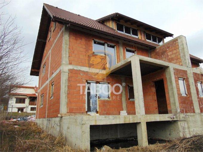 Casa de vanzare direct de la agentie imobiliara, in Cisnadie, cu 65.000 euro. 2 grupuri sanitare, suprafata utila 128 mp. Are  4 camere.