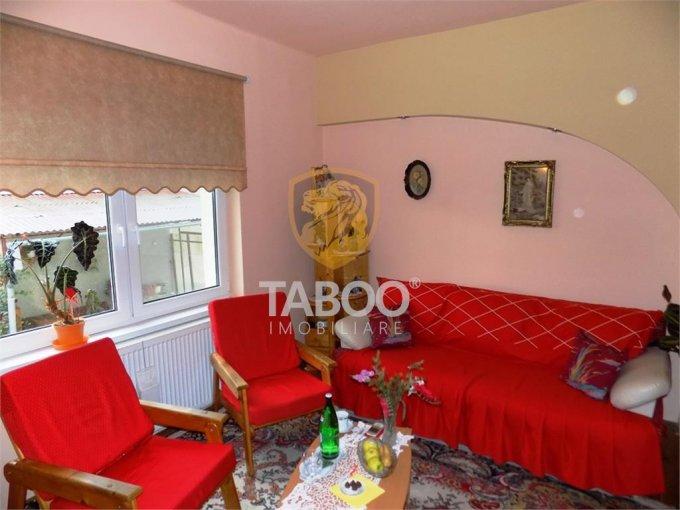 Casa de vanzare direct de la agentie imobiliara, in Sibiu, zona Turnisor, cu 125.000 euro. 2 grupuri sanitare, suprafata utila 127 mp. Are  4 camere.