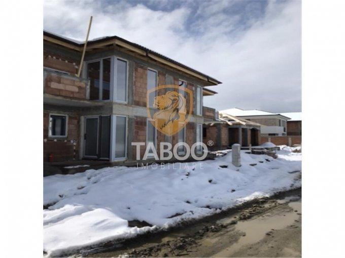 Casa de vanzare direct de la agentie imobiliara, in Sibiu, zona Calea Cisnadiei, cu 90.000 euro. 2 grupuri sanitare, suprafata utila 115 mp. Are  4 camere.