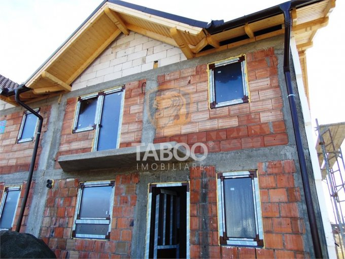 vanzare Casa Sibiu Calea Cisnadiei cu 4 camere, 2 grupuri sanitare, avand suprafata utila 126 mp. Pret: 77.000 euro. agentie imobiliara vand Casa.