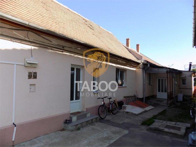 Piata Cluj Sibiu casa cu 4 camere, 2 grupuri sanitare, cu suprafata utila de 113 mp, suprafata teren 1100 mp si deschidere de 11 metri. In orasul Sibiu Piata Cluj.