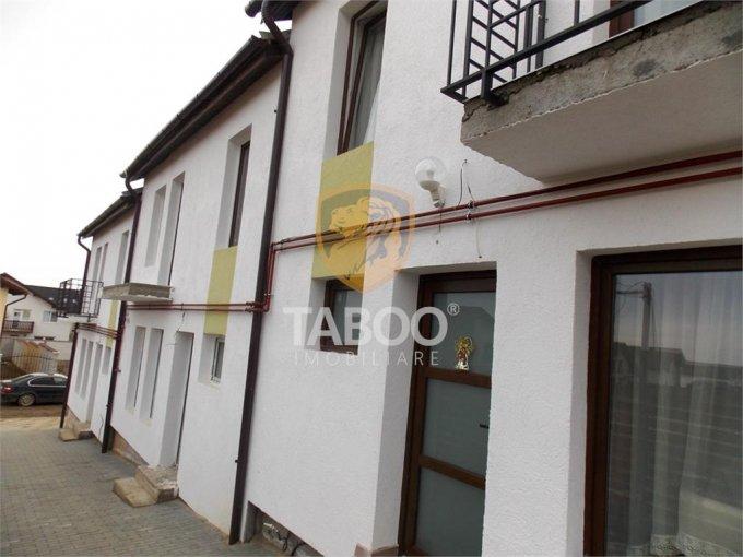 Casa de vanzare direct de la agentie imobiliara, in Sibiu, zona Calea Cisnadiei, cu 58.000 euro. 2 grupuri sanitare, suprafata utila 90 mp. Are  4 camere.