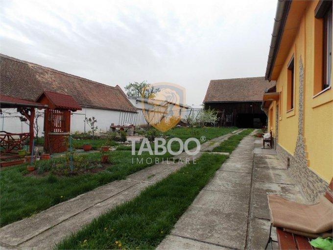 Casa de inchiriat in Sibiu cu 4 camere, cu 3 grupuri sanitare, suprafata utila 150 mp. Suprafata terenului 1150 metri patrati, deschidere 50 metri. Pret: 1.300 euro. Casa