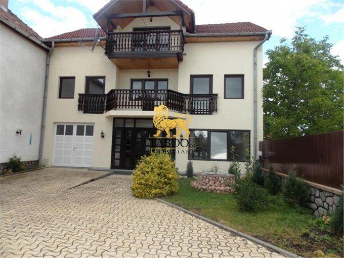 Casa de inchiriat direct de la agentie imobiliara, in Sibiu, zona Vasile Milea, cu 750 euro. 3 grupuri sanitare, suprafata utila 220 mp. Are  5 camere.