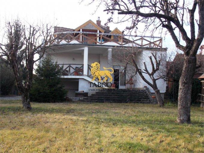 Casa de inchiriat in Sibiu cu 5 camere, cu 2 grupuri sanitare, suprafata utila 200 mp. Suprafata terenului 900 metri patrati, deschidere 20 metri. Pret: 900 euro. Casa