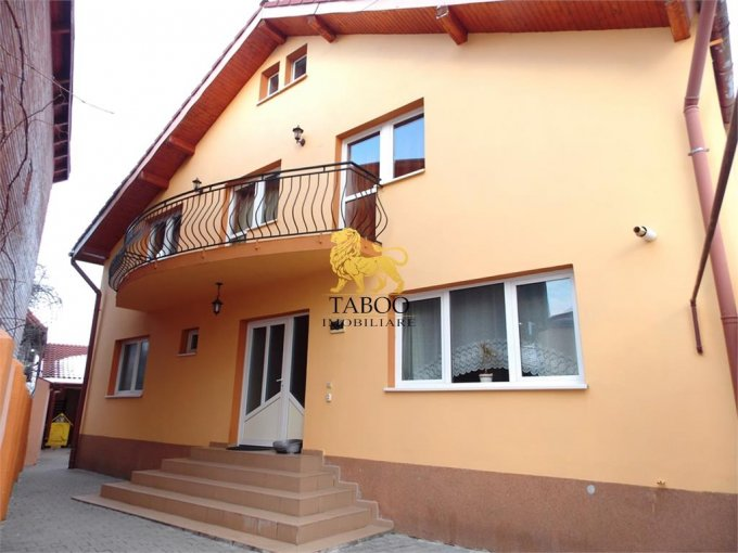 Casa de vanzare direct de la agentie imobiliara, in Sibiu, zona Stefan cel Mare, cu 140.000 euro. 2 grupuri sanitare, suprafata utila 200 mp. Are  5 camere.