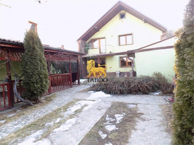 inchiriere Casa Sibiu Piata Cluj cu 5 camere, 2 grupuri sanitare, avand suprafata utila 220 mp. Pret: 800 euro. agentie imobiliara inchiriez Casa.