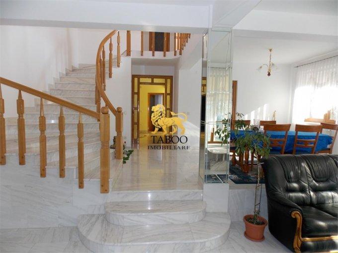 Casa de vanzare in Sibiu cu 5 camere, cu 3 grupuri sanitare, suprafata utila 250 mp. Suprafata terenului 550 metri patrati, deschidere 10 metri. Pret: 265.000 euro. Casa