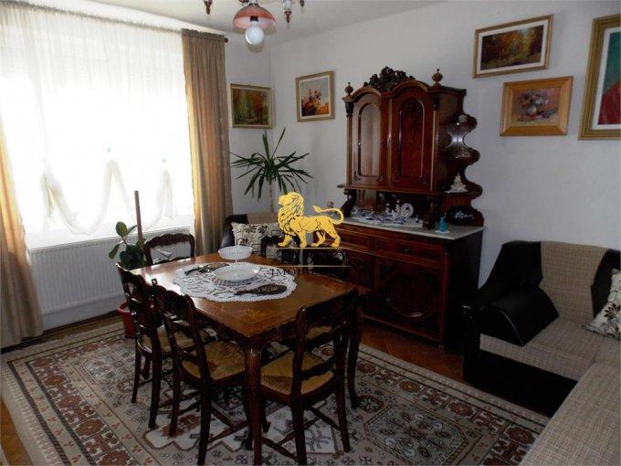 Casa de vanzare direct de la agentie imobiliara, in Sibiu, zona Lazaret, cu 130.000 euro. 2 grupuri sanitare, suprafata utila 220 mp. Are  5 camere.