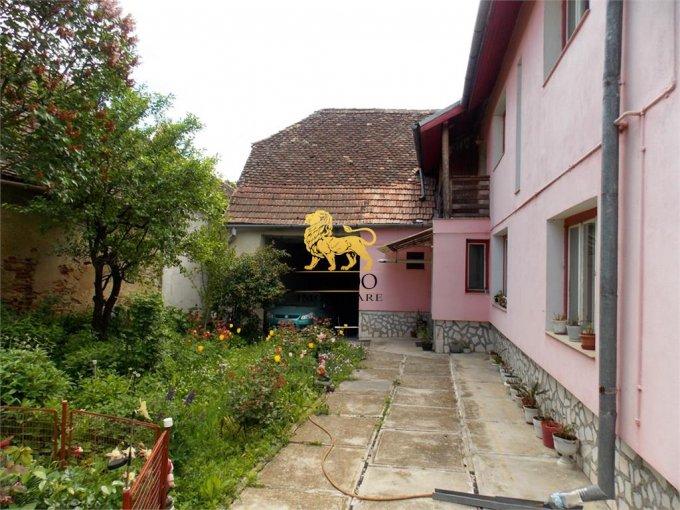 Casa de vanzare in Sibiu cu 5 camere, cu 2 grupuri sanitare, suprafata utila 150 mp. Suprafata terenului 2300 metri patrati, deschidere 13 metri. Pret: 150.000 euro. Casa