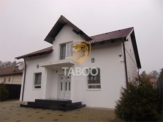 Casa de vanzare in Sibiu cu 5 camere, cu 2 grupuri sanitare, suprafata utila 216 mp. Suprafata terenului 460 metri patrati, deschidere 17 metri. Pret: 162.000 euro. Casa