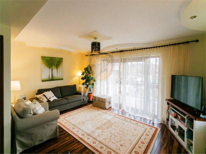 Casa de vanzare direct de la agentie imobiliara, in Sibiu, zona Piata Cluj, cu 150.000 euro. 2 grupuri sanitare, suprafata utila 150 mp. Are  5 camere.