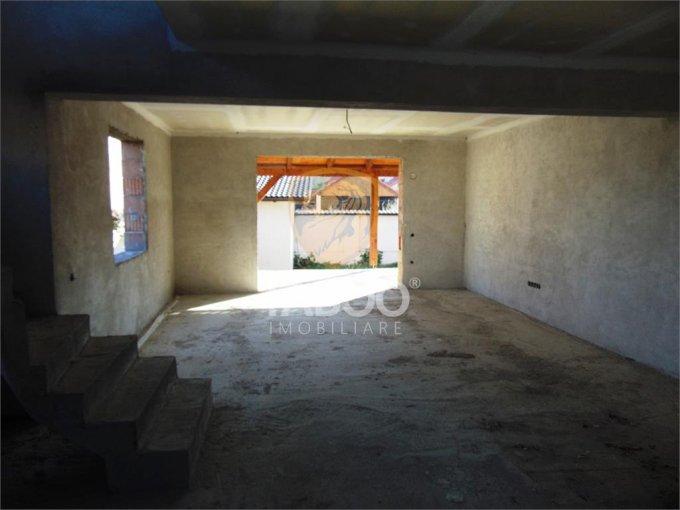 Selimbar Sibiu casa cu 5 camere, 2 grupuri sanitare, cu suprafata utila de 148 mp, suprafata teren 270 mp si deschidere de 10 metri. In orasul Sibiu Selimbar.