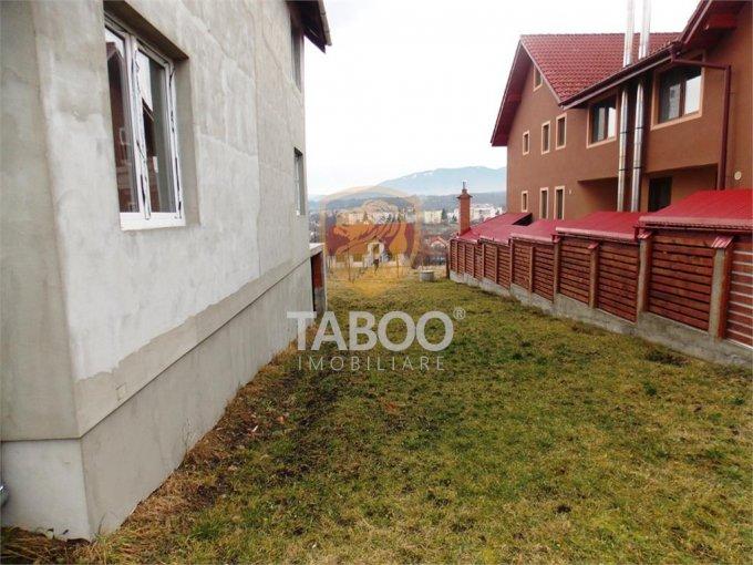 Casa de vanzare direct de la agentie imobiliara, in Cisnadie, cu 94.000 euro. 2 grupuri sanitare, suprafata utila 220 mp. Are  5 camere.