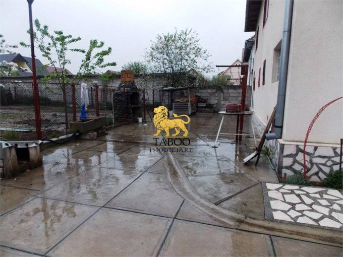 Casa de vanzare direct de la agentie imobiliara, in Talmaciu, cu 79.000 euro. 2 grupuri sanitare, suprafata utila 250 mp. Are  6 camere.