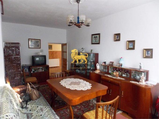 Casa de vanzare direct de la agentie imobiliara, in Sibiu, zona Calea Dumbravii, cu 250.000 euro. 3 grupuri sanitare, suprafata utila 185 mp. Are  6 camere.