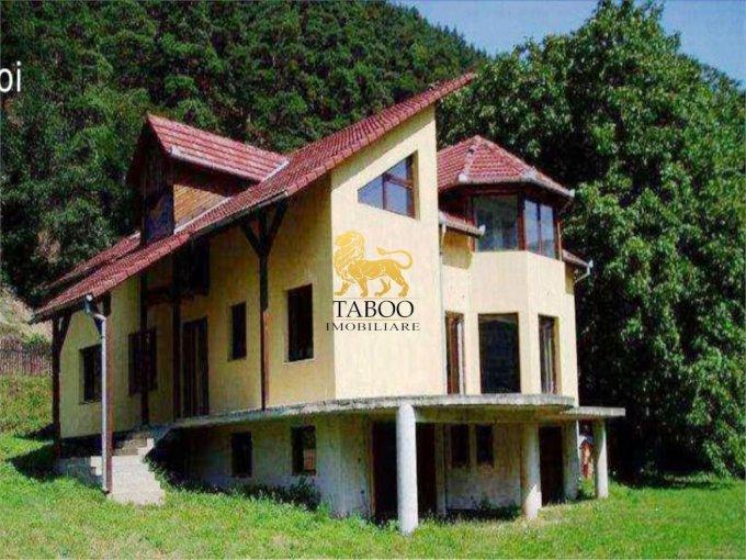 Casa de vanzare in Gura Raului cu 6 camere, cu 2 grupuri sanitare, suprafata utila 317 mp. Suprafata terenului 1680 metri patrati, deschidere 25 metri. Pret: 85.000 euro. Casa