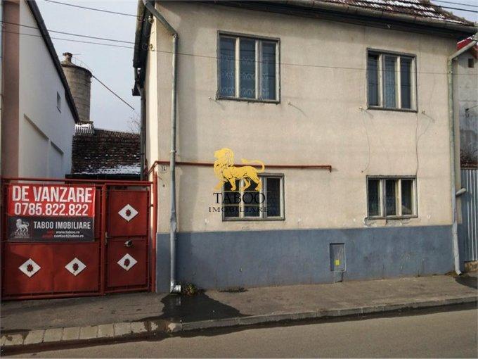 Casa de vanzare in Sibiu cu 6 camere, cu 3 grupuri sanitare, suprafata utila 158 mp. Suprafata terenului 212 metri patrati, deschidere 12 metri. Pret: 77.000 euro. Casa