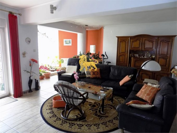vanzare Casa Sibiu cu 6 camere, cu suprafata utila de 312 mp, 4 grupuri sanitare. 325.000 euro.. Casa vanzare Trei Stejari Sibiu