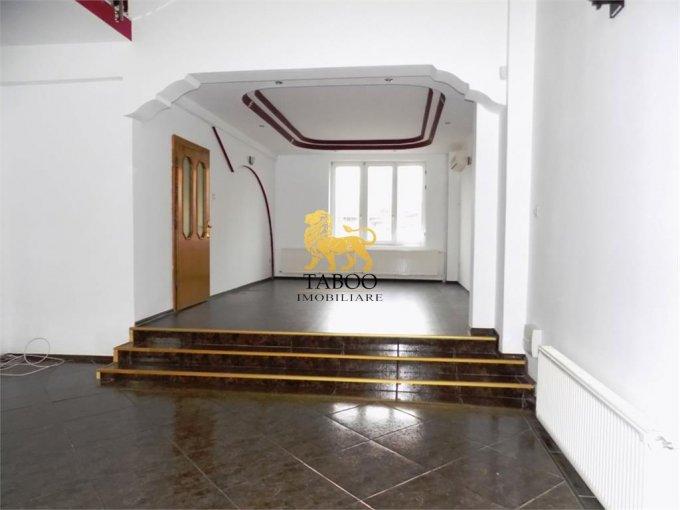 Casa de inchiriat direct de la agentie imobiliara, in Sibiu, zona Tilisca, cu 1.400 euro. 4 grupuri sanitare, suprafata utila 400 mp. Are  6 camere.