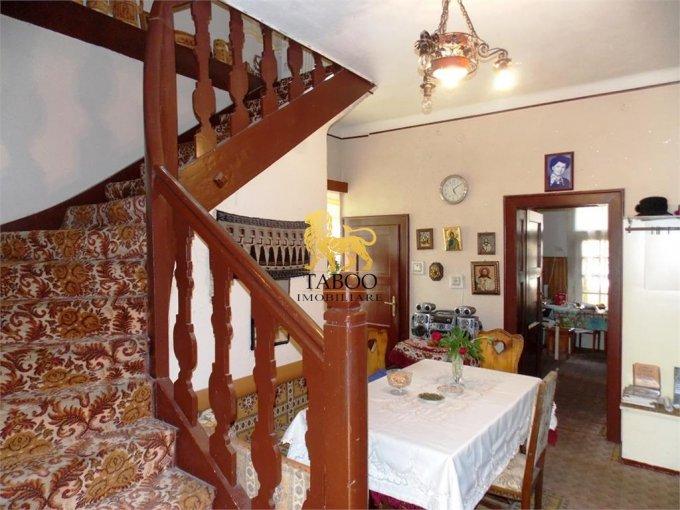 Casa de vanzare direct de la agentie imobiliara, in Sibiu, zona Trei Stejari, cu 350.000 euro. 3 grupuri sanitare, suprafata utila 270 mp. Are  6 camere.