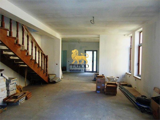 Casa de vanzare direct de la agentie imobiliara, in Sibiu, zona Gusterita, cu 79.900 euro. 4 grupuri sanitare, suprafata utila 186 mp. Are  6 camere.
