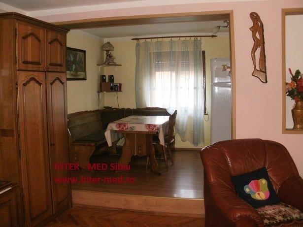 Casa de vanzare direct de la agentie imobiliara, in Sibiu, zona Terezian, cu 189.000 euro. 1  balcon, 2 grupuri sanitare, suprafata utila 250 mp. Are  6 camere.