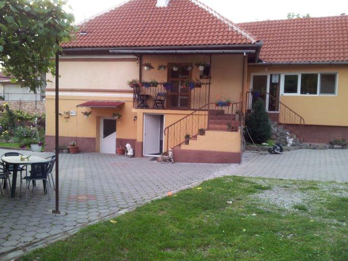 vanzare Casa Racovita cu 7 camere, cu suprafata utila de 200 mp, 1 grup sanitar, 1  balcon. 90.000 euro negociabil. Destinatie: Rezidenta, Vacanta, (mini) Hotel / Pensiune.. Casa vanzare Racovita  Sibiu