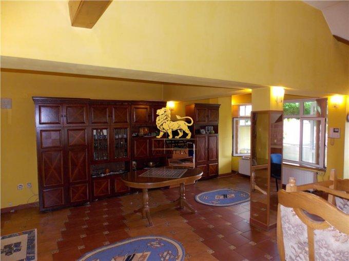 Casa de vanzare direct de la agentie imobiliara, in Sibiu, zona Stefan cel Mare, cu 148.000 euro. 3 grupuri sanitare, suprafata utila 282 mp. Are  7 camere.
