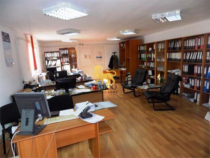 Casa de vanzare direct de la agentie imobiliara, in Sibiu, zona Strand, cu 260.000 euro. 3 grupuri sanitare, suprafata utila 590 mp. Are  7 camere.