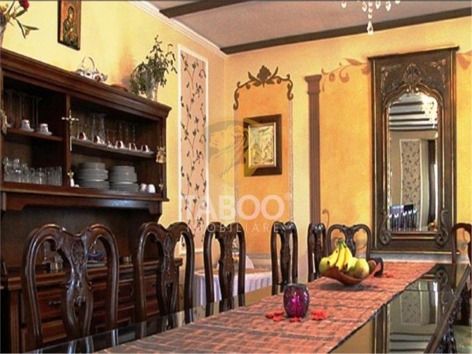 Casa de vanzare direct de la agentie imobiliara, in Tocile, cu 200.000 euro. 2 grupuri sanitare, suprafata utila 174 mp. Are  7 camere.