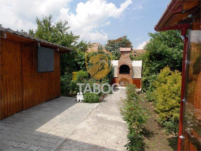 Casa de inchiriat in Sibiu cu 7 camere, cu 3 grupuri sanitare, suprafata utila 220 mp. Suprafata terenului 450 metri patrati, deschidere 8 metri. Pret: 3.000 euro. Casa
