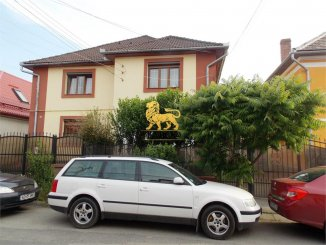 Casa de vanzare cu 8 camere, in zona Calea Dumbravii, Sibiu