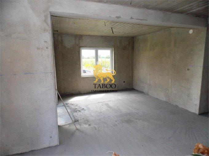 vanzare Casa Selimbar cu 8 camere, cu suprafata utila de 260 mp, 4 grupuri sanitare. 90.900 euro.. Casa vanzare Selimbar  Sibiu