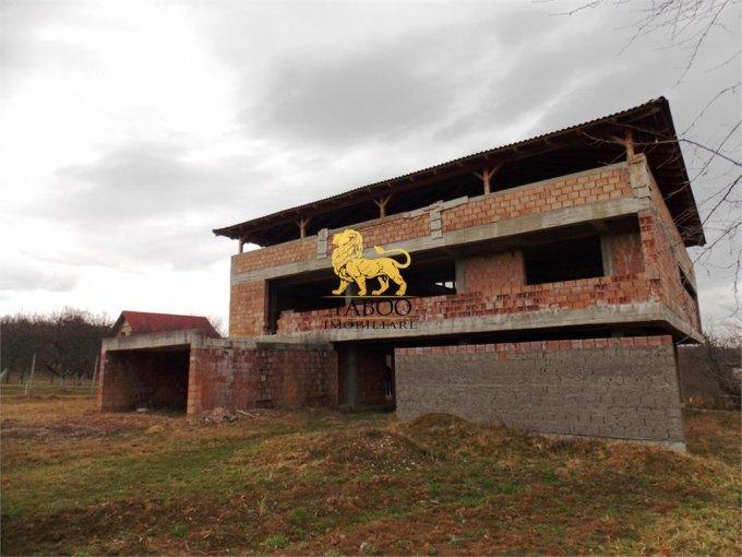 Sibiu casa cu 8 camere, 3 grupuri sanitare, cu suprafata utila de 980 mp, suprafata teren 1080 mp si deschidere de 20 metri. In orasul Sibiu.