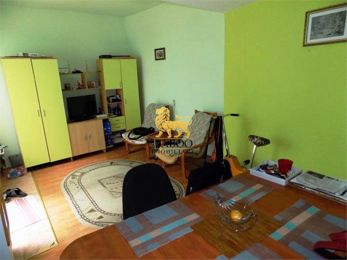 Casa de vanzare in Sibiu cu 8 camere, cu 3 grupuri sanitare, suprafata utila 300 mp. Suprafata terenului 220 metri patrati, deschidere 14 metri. Pret: 150.000 euro. Casa