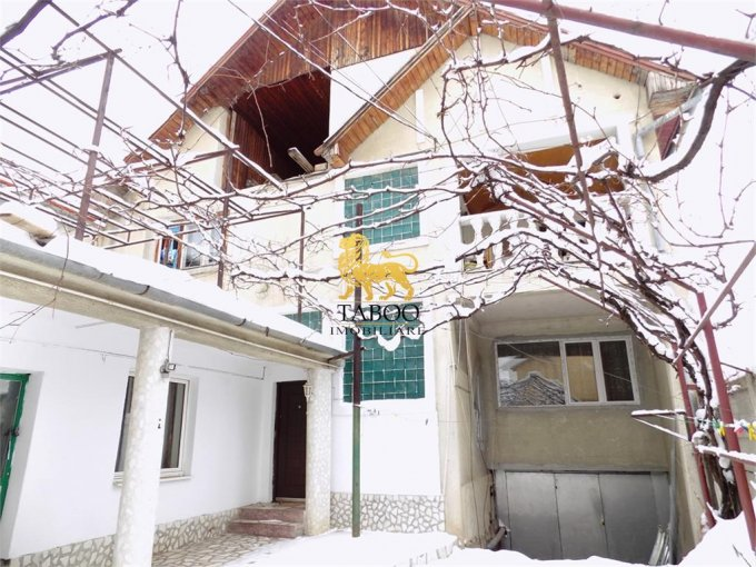 vanzare Casa Sibiu cu 8 camere, cu suprafata utila de 280 mp, 4 grupuri sanitare. 235.000 euro.. Casa vanzare Piata Cluj Sibiu