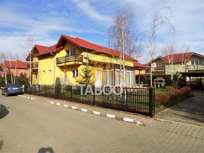 Casa de vanzare in Sura Mare cu 8 camere, cu 4 grupuri sanitare, suprafata utila 284 mp. Suprafata terenului 1200 metri patrati, deschidere 30 metri. Pret: 269.000 euro. Casa