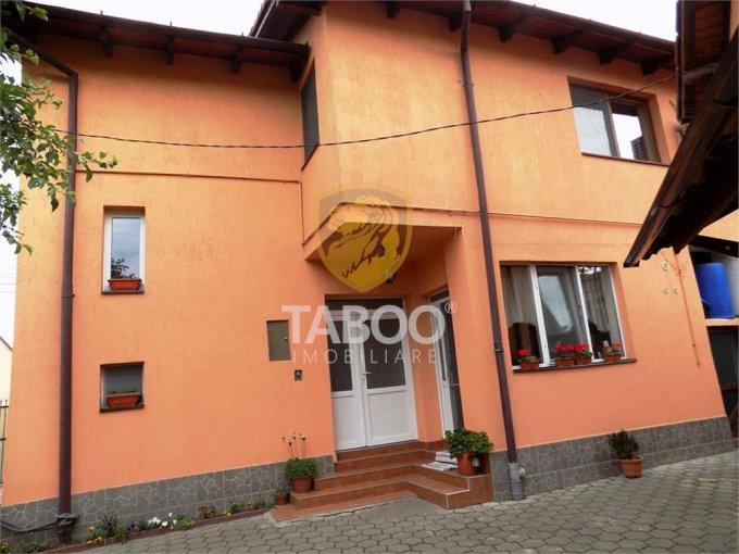Gara Sibiu casa cu 9 camere, 3 grupuri sanitare, cu suprafata utila de 260 mp, suprafata teren 305 mp si deschidere de 21 metri. In orasul Sibiu Gara.