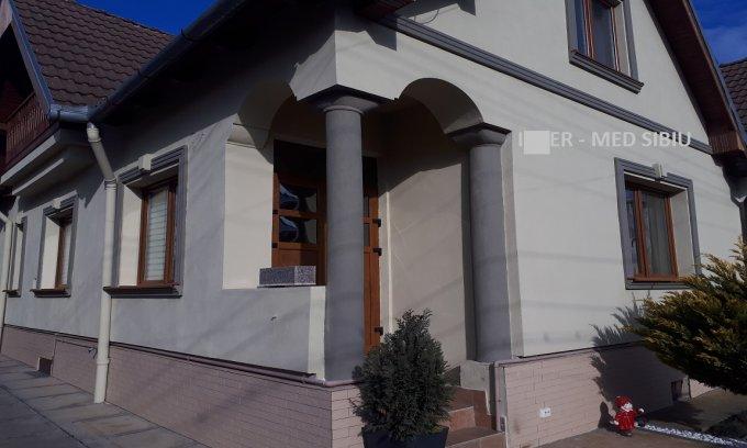 vanzare Casa Sibiu Lupeni cu 9 camere, 5 grupuri sanitare, avand suprafata utila 350 mp. Pret: 330.000 euro. agentie imobiliara vand Casa.