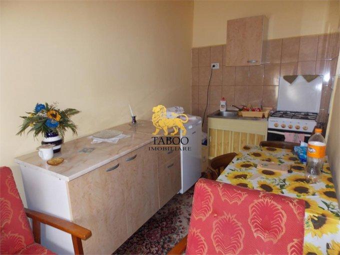 Garsoniera de inchiriat direct de la agentie imobiliara, in Sibiu, zona Gara, cu 190 euro. 1 grup sanitar, suprafata utila 30 mp.