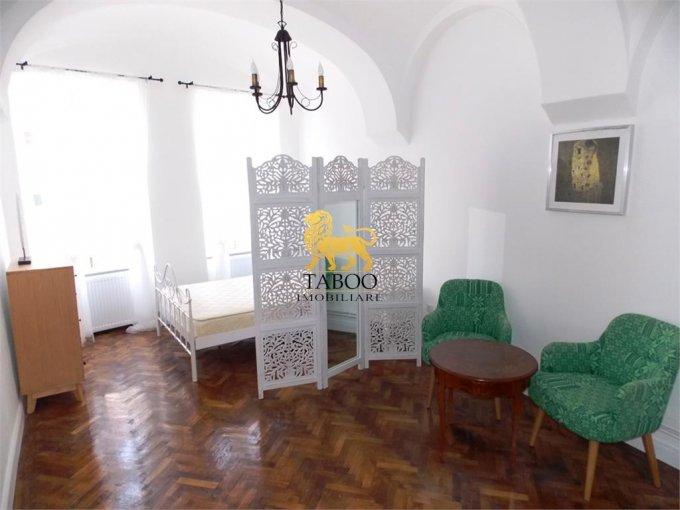 inchiriere Garsoniera Sibiu, cu 1 grup sanitar, suprafata utila 35 mp. Pret: 320 euro.
