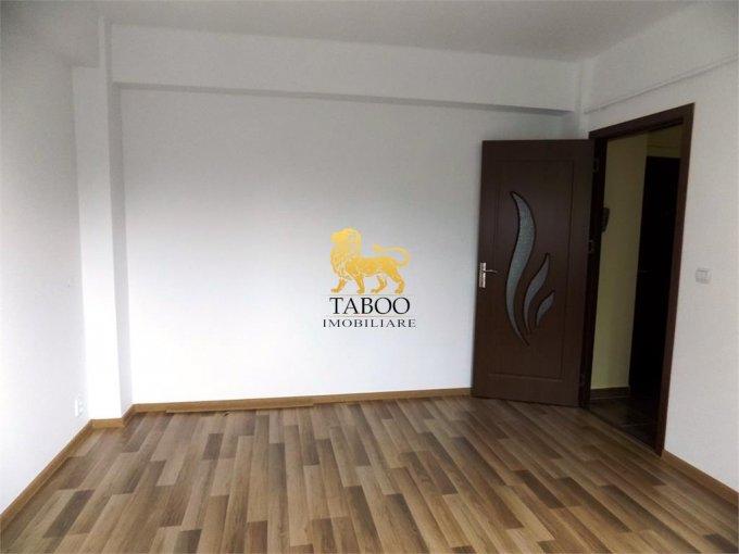 vanzare Garsoniera Sibiu, cu 1 grup sanitar, suprafata utila 21 mp. Pret: 24.300 euro.