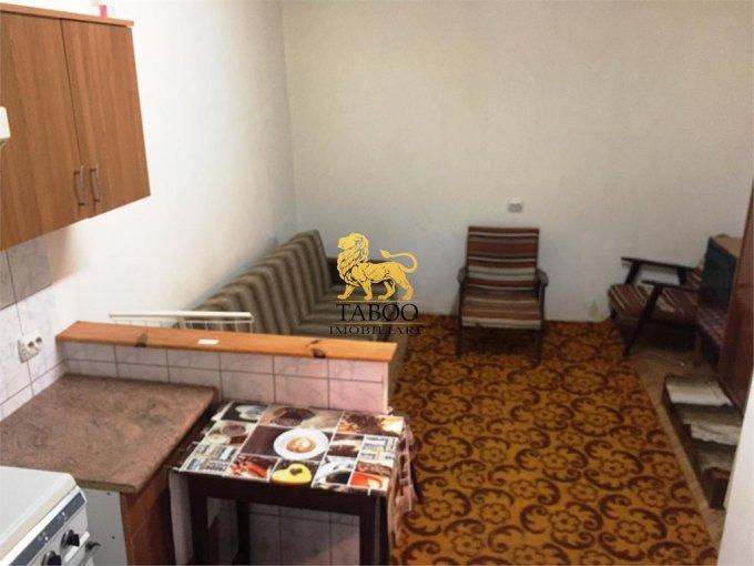 Garsoniera de vanzare direct de la agentie imobiliara, in Sibiu, cu 20.000 euro. 1 grup sanitar, suprafata utila 20 mp.