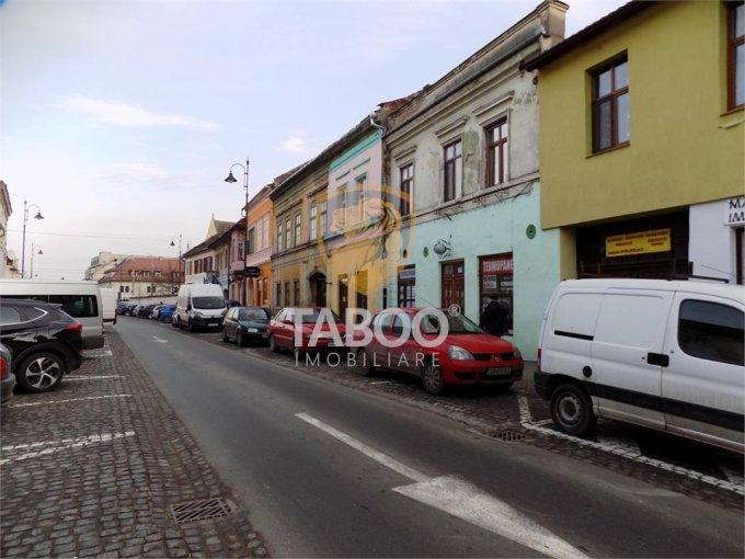 Garsoniera de vanzare direct de la agentie imobiliara, in Sibiu, zona Orasul de Jos, cu 30.600 euro. 1 grup sanitar, suprafata utila 30 mp.