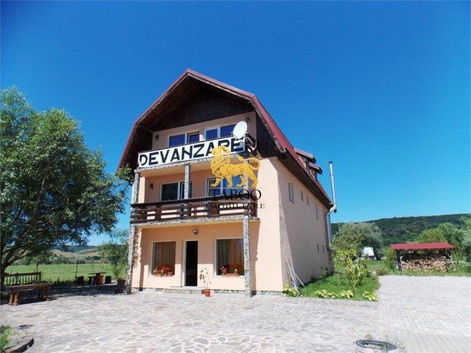 de vanzare proprietate speciala cu teren in suprafata de 10000 mp si deschidere de 80 metri. In orasul Avrig.