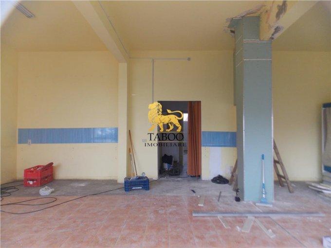 Spatiu comercial de vanzare direct de la agentie imobiliara, in Avrig, cu 60.000 euro. 1 grup sanitar, suprafata utila 100 mp.